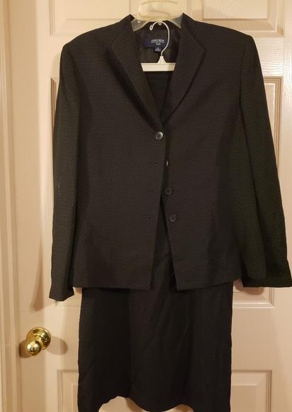 Jones Wear Dresses & Skirts - Jones Wear Ladies Suit